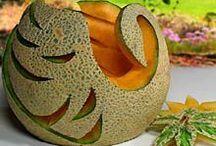 Carving  bird (melon, apple ...)