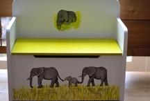 Kids Wonen / Kids Wonen staat voor handgemaakt en gepersonaliseerde cadeau's voor kinderen. Ik maak houten opbergbankjes en poppenbedjes. Houten speelgoed krijgt van mij een origineel tintje en daar kan dan ook de naam van je kindje op geschilderd worden. Via de site KidsWonen.nl kun je bestellen. Heb je speciale wensen neem dan contact op info@kidswonen.nl