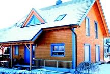 Termostoruri MCA - rulouri exterioare pentru ferestre / Rulourile exterioare pentru ferestre MCA sunt cea mai bună soluție de avea umbră și răcoare în zilele toride de vară. Folosirea rulourilor exterioare  suplinește în cele mai multe cazuri un aparat de aer condiționat, iar în plus se obține o izolare fonică superioară. Folosirea corectă a unui rulou exterior pentru ferestre poate reduce consumul de energie termică cu 10% iarna.