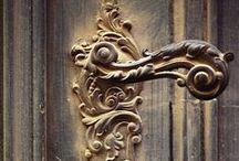 Bells, Keys, Knobs, Scissors, Tablewares and Clocks / sinos, chaves, maçanetas, tesouras, talheres e relógios