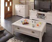 Rustikální nábytek / Rustikální nábytek představuje tradiční nábytek z masivu, který je v současné době stále moderní. Do rustikálního stylu můžete sladit obývací pokoj, kuchyni, ložnici, dětský pokoj nebo i celý byt. Bílá barva nábytku působí velice minimalisticky, zatímco hnědá barva spíše útulně. Zvolte si styl, barevného provedení a vytvořte si doma kouzelnou atmosféru.