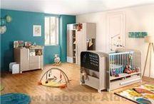 Pokoje a postele pro miminka / Snad nejhezčí událostí v životě je narození dítěte. A s tím je také spojeno první zařizování interiéru dětského pokoje, který je zcela odlišný než pokoj pro školáka. Inspirujte se nejrůznějšími dětskými pokoji a připravte tak pro své miminko útulnou a příjemnou atmosféru.