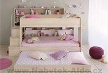 Dětské patrové postele / Multifunkční dětské patrové postele jsou vhodné pro menší i větší děti. Poschoďové postele se schůdky jsou ideální do menších pokojů. Moderní patrové postele mají možnost další přistýlky v šuplíku a tak se v pokoji pohodlně vyspí i tři děti. Podívejte se na nejrůznější provedení, designy, barvy a vykouzlete vašim dětem nádherný pokoj.