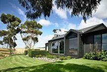 Farmhouse / Canny Architecture / nowoczesna STODOŁA / Dom został podany nastrojowym przeróbkom z dominującą czernią użytą na zewnątrz i wewnątrz.
