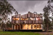 Tunquen House / DX Arquitectos / nowoczesna STODOŁA / Ta leśna chatka, odzwierciedlając szałasowy styl Corbusiera, ma być oderwaniem od codzienności i kryjówką oferującą bliskie obcowanie z przyrodą.