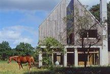 The Lodge / nowoczesna STODOŁA / Urokliwa estetyka nowoczesnej STODOŁY osadzona na tle lasów liściastych przy wejściu do prywatnej 100 hektarowej posiadłości w West Sussex.