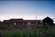 Stealth Barn / Tajemnicza stodoła / nowoczesna STODOŁA / Tajemnicza stodoła to projekt ulokowany obok drugiej, dużej stodoły, która została zamieniona przez zespół CTA w dom i studio.