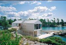 Floating House / MOS Architects / nowoczesna STODOŁA / Zdecydowano się na budowę domu, który dosłownie dryfuje na wodzie, a jego podstawę stanowią stalowe pontony.