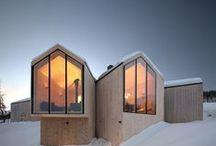 Split View Mountain Lodge / Reiulf Ramstad Arkitekter / nowoczesna STODOŁA / Dom położony w wiosce Geilo, w dolinie Hallingdal, Norwegia, wykonano głównie z drewnianych listew i wolumenów oraz dużych szklanych paneli.
