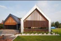 Dwie Stodoły / RS+ / nowoczesna STODOŁA / dwie STODOŁY – Projekt autorstwa pracowni architektonicznej RS+ cechuje prostota, a jednocześnie naturalne wkomponowanie w otaczający go krajobraz.