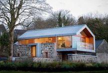 Loughloughan Barn / McGarry-Moon Architects / nowoczesna STODOŁA / =Znakomity architekt wkomponował stodołę w istniejącą kamienną konstrukcję, by stworzyć dom, który łączy oba style jednocześnie: klasyczny i nowoczesny.