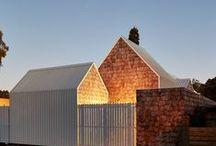 """Tower House / Andrew Maynard Architects / nowoczesna STODOŁA / S+P oraz ich 8-letni synowie bliźniacy poprosili o dom, w którym """"spotkają się społeczność, sztuka i natura"""". Zaprojektowaliśmy więc im wioskę."""
