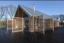 Barn House Eelde / Kwint Architects + AatVos / nowoczesna STODOŁA / Lokalny charakter działki jest silnie zdominowany przez prostą stodołę typową dla prowincji Drenthe: proste linie, właściwe ustawienie do osi drogi, ulokowana odpowiednio w okolicy, funkcjonalna, w formie pojedynczej konstrukcji z dachem...
