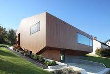 Energiehaus Farschweiler / Architekten Stein Hemmes Wirtz / nowoczesna STODOŁA / Ten niezwykły i prosty budynek zbudowany w Farschweiler (Niemcy) powstał w strukturze mieszanej: beton z izolacją próżniową, na parterze a na piętrze lite drewno.