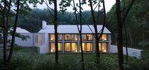 House in the Woods / Studio Nauta / nowoczesna STODOŁA / Dom o nazwie House in the Woods tworzy wrażenie elegancji połączonej z industrialnym charakterem, choć sam kształt budynku jest całkiem tradycyjny.