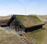 Tiny sod-roofed house / nowoczesna STODOŁA / Ta maleńka chata ukrywa się na piaszczystych wydmach północnego wybrzeża Danii.