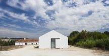 Sitio da Leziria / Atelier Data / nowoczesna STODOŁA / Działka znajduje się w Alcacer do Sal w rejonie Alentejo, który ma znaczenie strategiczne dla Portugalii ze względu na swe cechy geograficzne, ekologiczne i krajobrazowe.