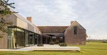 """Residence DBB / Govaert & Vanhoutte architects / nowoczesna STODOŁA / """"Miejsce to przestrzeń o wyróżniającym ją charakterze"""" – tak pisze Norberg-Schulz w swym sławnym dziele zatytułowanym """"Genius Loci: Towards a Phenomenology of Architecture""""."""
