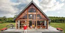 """Jens Risom's House / Jens Risom / nowoczesna STODOŁA / """"Wszystkie popularne magazyny twierdziły, że nie można zbudować domku letniskowego za mniej niż 25 tysięcy dolarów"""" – mówił projektant Jens Risom, siedząc wygodnie w fotelu, który sam zaprojektował, w swoim domu w New Canaan w stanie Connecticut."""