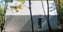 Happy Trails / Marie i Keith Zawistowski / nowoczesna STODOŁA / Para architektów, Marie i Keith Zawistowski, zaprojektowała ekonomiczny dom w lasach Virginii dla małżeństwa, które potrzebowało większej przestrzeni.