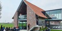 Dirk Wynants / A Kubrick-Esque Farmhouse / nowoczesna STODOŁA / W 2006 roku Dirk Wynants, właściciel firmy Extremis, która zajmuje się meblami zewnętrznymi, kupił dom pochodzący z połowy XIX wieku.