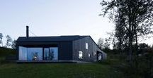 Lund Hagem / Cabin Geilo / nowoczesna STODOŁA / Studio architektoniczne Lund Hagem z Oslo stworzyło oryginalny dom wakacyjny w norweskiej miejscowości narciarskiej, który jest pełen ciemnego drewna i betonu.