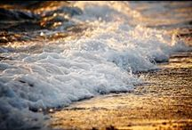 The Ocean... / Pictures one of my favorite creations! It's so majestic and beautiful:)