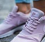 Sneaker Damen 2018 - Die Sneaker Trends des Jahres / Sneaker für Damen sind ein Must Have, denn Sneaker sind stylish und bequem, hier ist Platz für die schönsten Turnschuhe und Sneaker Modelle 2018