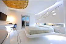 Modern Bedroom Design / Examples of modern bedrooms and contemporary interior designs.