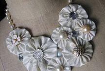 Fabric Jewelry  / A textilből készült ékszerek nagyon kedveltek manapság. Sokféle technikával, sokféle anyagból készülhetnek és mindig az adott alkalomhoz készíthetjük. Sok esetben maradék anyagokból, olcsón vagy újrafelhasznált termékekből. / by Elizabeth Laczo