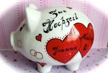 Sparschweine personalisiert  /Geldgeschenke Geburtstag, Hochzeit, Taufe, Geburt, ... / In meinem Shop findet ihr liebevoll handbemalte Sparschweine, Grusskarten und Geschenkideen zu vielen Anlässen.