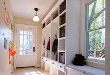 Wohnen - Garderobe und Ordnungsideen / Garderobe, Schmutzschleuse und Familienzentrale mit Magnetwand und Fächern.... für die Serie Wohnen mit Kindern auf dem Blog