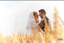 Wedding - Cerimonie / Esperienza, sensibilità e discrezione caratterizzano le nostre fotografie. Documentiamo il Tuo giorno più importante per un ricordo indelebile. Espressioni, attimi, momenti spesso catturati senza che nessuno se ne accorga, lavorando per essere sicuri che il risultato rimanga unico nel tempo. Emozioni fissate nel tempo.