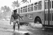 Surferboy / Alles Rund um das schönste Element der Welt. Für alle die, die es lieben dem Meer zu lauschen, gegen Wind und Wellen anzukämpfen und den unverwechselbaren Geschmack von Meersalz auf der Zunge zu schmecken.