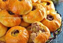 Savory pies / Savory pies, tarte, quishe, pizza, khachapuri, coulibiac, calzone, tourtiere, small pie, borek, empanada, samosa, panzerotti