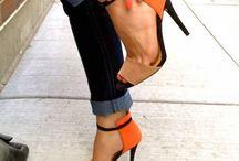 Pés no chão / Elegância começa nos pés! Conheça nossas seleção de sapatos para você arrasar em qualquer ocasião.