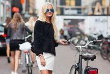 Indo de bike / Pedalando com estilo.