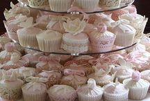 Awesome Cupcakes / These are some of the most beautiful cupcakes we've seen. And yes, we can reproduce them for you!