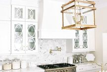 Light Bright Kitchens / I love kitchens - but then again, who doesn't! This is inspiration for designing and decorating a dream kitchen.