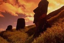 Este es mi pais, CHILE / Este es mi país, el más largo y angosto del mundo con 4.200 km de largo y 180 km de ancho, además es un país tricontinental. En Chile puedes encontrar el desierto mas arido y florido del mundo, por el sur las torres del paine en la patagonia chilena,  puedes ir a la isla de pascua (Easter Island) famosa por los MOAI o puedes ir a la antártica para exploraciones cientificas. es un país sísmico con el 1ero y 5to terremoto mas fuerte de la historia. Dejemos que las imágenes hablen por solas...