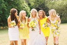 Sun-kissed yellow wedding by Mikael / If you're planning a sun-kissed wedding, we are definitely on board. Here are great ideas to integrate your bright color scheme into all the details!