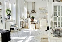 Sunlit Interiors / A place to hang your hat, your favorite pair of jeans and your party dress. Sunlight has a huge role to play for me, having been born in Italy, lived in Hawaii and Southern California.