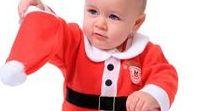 È già Natale su Vegaoo.it! / Manca ormai 1 mese al 25 dicembre e su Vegaoo.it si respira già l'aria del Natale! Sul nostro sito troverai una ricchissima selezione di travestimenti, accessori e decorazioni natalizie e, soprattutto, tante idee regalo per bambini e bambine!