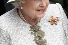 English royal jewelry / Jewelry owned by the extended English royal family queen king tiara necklace princess
