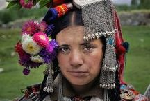 Traditional Costumes / traditional folk ethnic costumes from all over the world