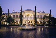 California Luxury Homes / Luxury homes located in California. Picture yourself in these extravagant mansions. #california #luxuryhomes #homes #upscale #mansion #swimmingpool #tenniscourt #koipond