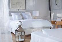 Bedden, Boxsprings, Lattenbodemsbedden / Bij Meubelen Top Interieur vind je jouw comfortabele bedden aan de beste prijs waar je niet van wakker ligt. Zowel hedendaags, modern als tijdloos. Zowel in kunstleder als in stof. Voor starters, gezinnen en designliefhebbers. Meubelen Top Interieur adviseert jou graag bij de aankoop van jouw nieuwe bed: de juiste dikte, het geschikte materiaal, het meest comfortabele stofje ... voor de ideale nachtrust.