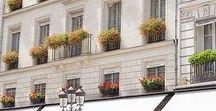 Un été Parisien - Sarah Gineston Photographie /  Voici une série photographique que j'ai réalisée à Paris un été. Beaucoup de légereté, de douceur et de couleurs pour ces photos. Le mois d'août à Paris est un moment où l'on peut se réapproprier sa ville. Les touristes ont remplacé les parisiens partis pour quelques semaines. On s'extasie devant les balcons fleuris, on sourit à des inconnues so chic et on renoue avec l'ambiance familière des petites rues.