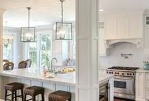 Chez Bely Kitchen / Kitchen with pillars and island combined
