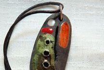 Gioielli Raku / gioielli ed oggetti realizzati in ceramica da Roberto Bandinu e Stefania Lilliu